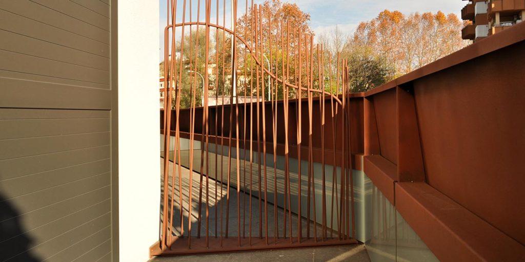 Separador de balcones del Hotel Estació de Olot