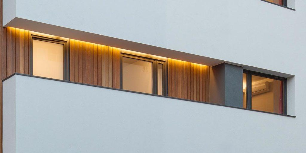Tancaments de finestres i portes a l'hotelet Can Morera